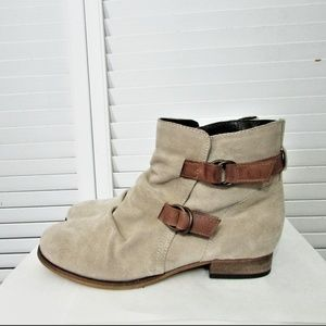 Sketchers oatmeal suede leather ankle boots 8.5